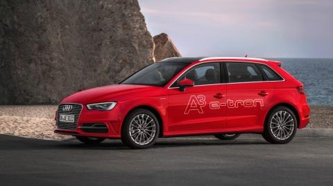 Standaufnahme    Farbe: Misanorot    Verbrauchsangaben Audi A3 Sportback e-tron:Kraftstoffverbrauch kombiniert in l/100 km: 1,5; CO2-Emission kombiniert in g/km: 35