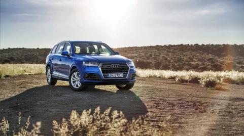 Nach Mass fuer die AUDI AG: Im ersten Quartal stiegen die weltweiten Verkaeufe der Marke gegenueber dem Vorjahr um 6,1 Prozent auf rund 438.250 Einheiten und lagen dabei in allen Regionen im Plus. Zum erfolgreichen Jahresbeginn trug auch das Maerz-Ergebnis bei. Mit einem Anstieg um 4,4 Prozent auf rund 177.950 Auslieferungen uebergab Audi mehr Automobile in Kundenhand als jemals zuvor in einem Einzelmonat.    Im Bild: Der neue Audi Q7*, der ab Juni bei den Haendlern in Europa stehen wird.    Verbrauchsangaben Audi Q7:Kraftstoffverbrauch kombiniert in l/100 km: 8,3 - 5,7;CO2-Emission kombiniert in g/km: 193 - 149