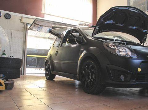 """Renault Twingo R2"""
