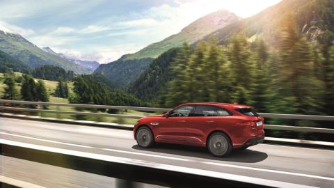 Jag_FPACE_RSport_Location_Image_140915_03_LowRes