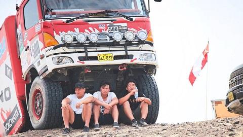 Dakaro ralio sunkvežimiai (1)