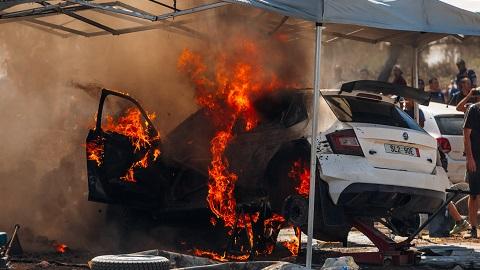 Meksikos ralyje serviso Zonoje užsiliepsnojo automobilis_nuotr. Aistės Kirsnytės