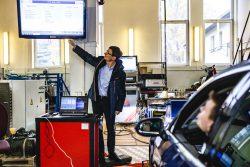 Saugirdas Pukalskas testuoja Volkswagen Passat dyzelinio-benzininio automobillių taršą