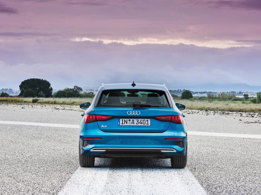 naujas mėlynas Audi A3 Sportback