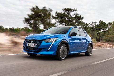mėlyna Peugeot e208