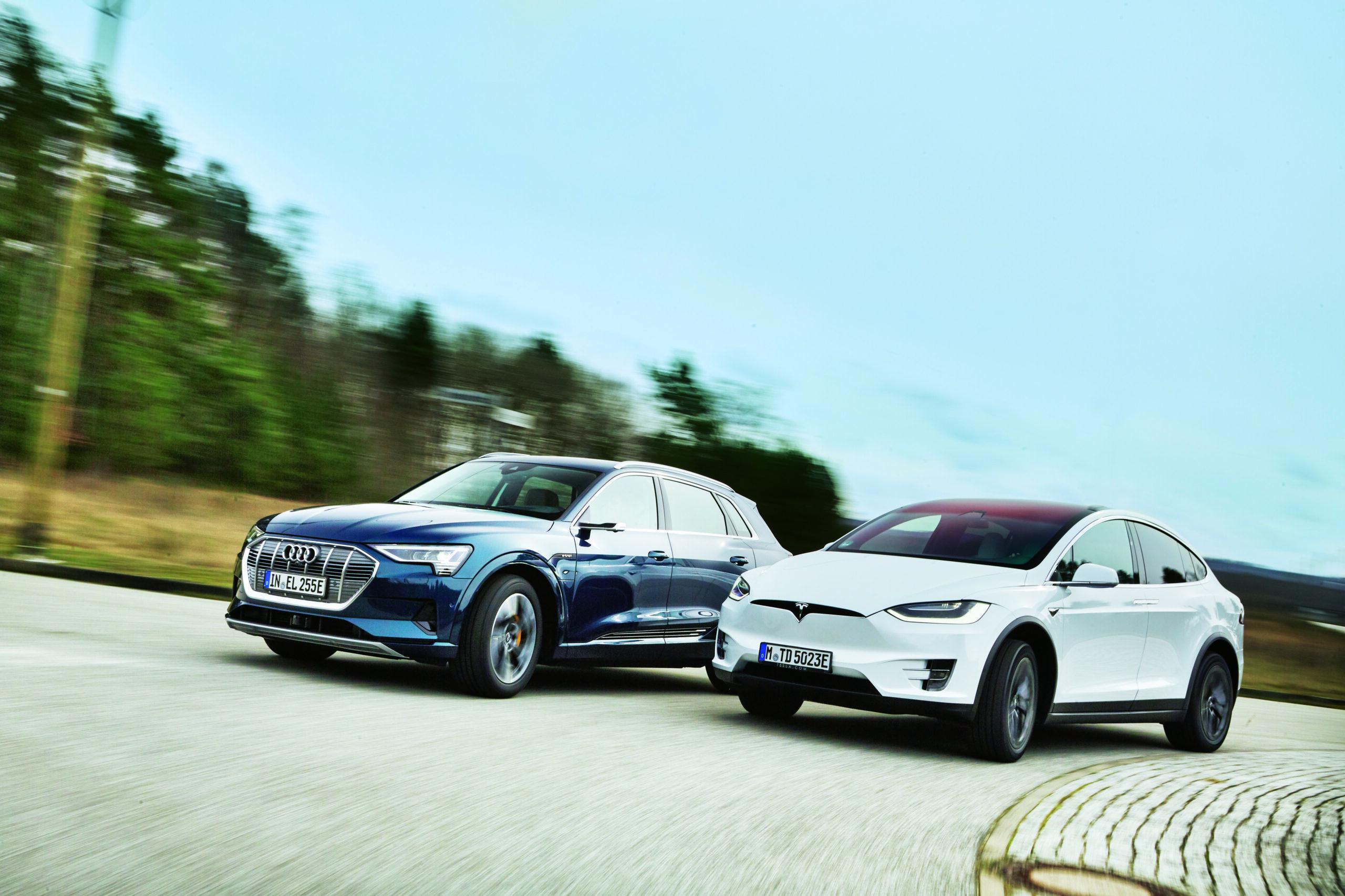 Testas: Audi_e-tron_vs_Tesla_X